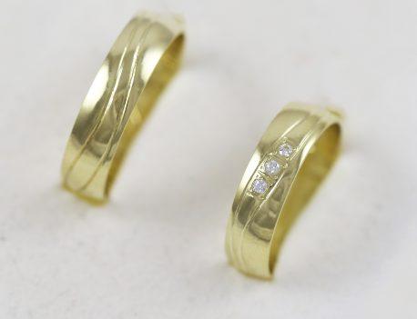Snubní prsteny s třemi zirkony