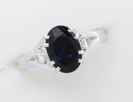 Prsten s přírodním modrým safírem