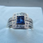 Zlatý prsten s modrým kamenem