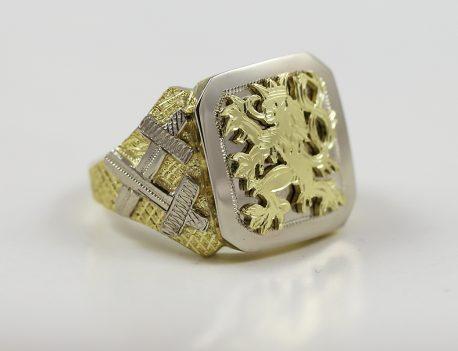 Pánský pečetní prsten se lvem a meči