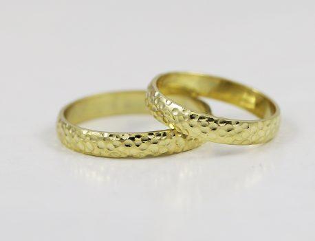 Snubní prsteny tepané