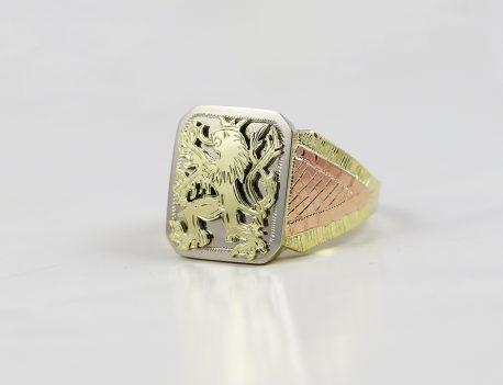 Pečetní prsten monogram lev